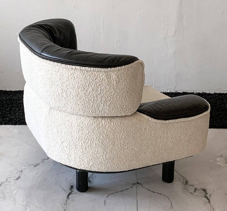 Rare Gianfranco Frattini Cassina Bull Chair in Black Leather and White Boucle For Sale 3