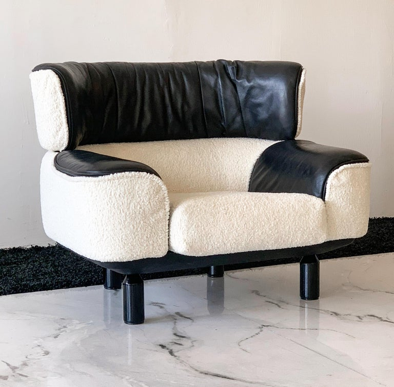 Lacquered Rare Gianfranco Frattini Cassina Bull Chair in Black Leather and White Boucle For Sale