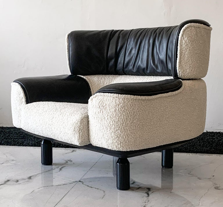 Late 20th Century Rare Gianfranco Frattini Cassina Bull Chair in Black Leather and White Boucle For Sale