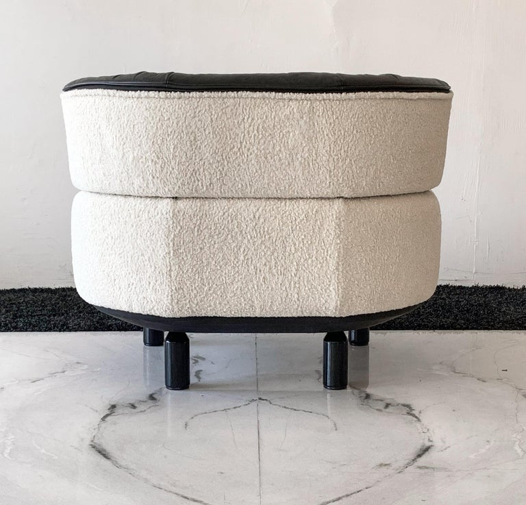 Rare Gianfranco Frattini Cassina Bull Chair in Black Leather and White Boucle For Sale 2