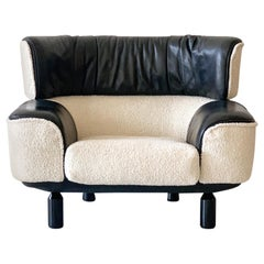 Rare Gianfranco Frattini Cassina Bull Chair in Black Leather and White Boucle