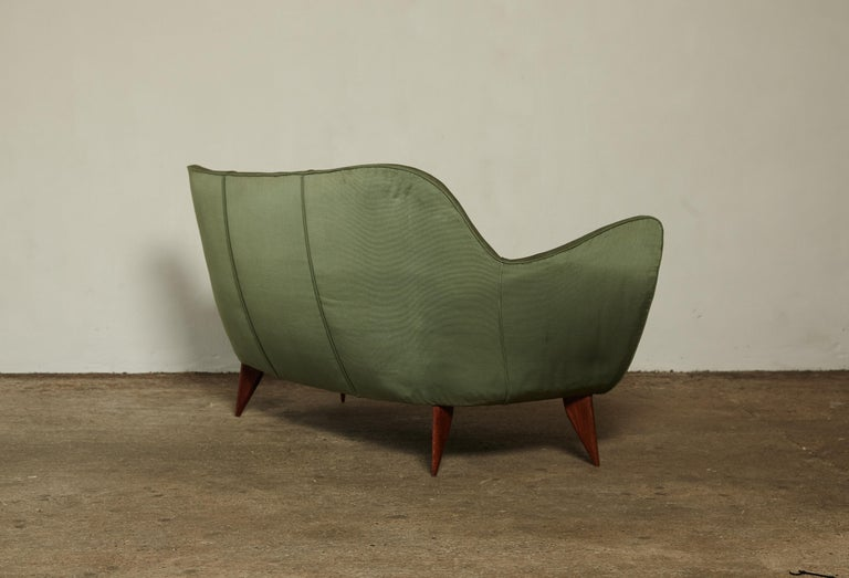 Rare Giulia Veronesi Perla Sofa, Green Fabric, ISA Bergamo, Italy, 1950s For Sale 4