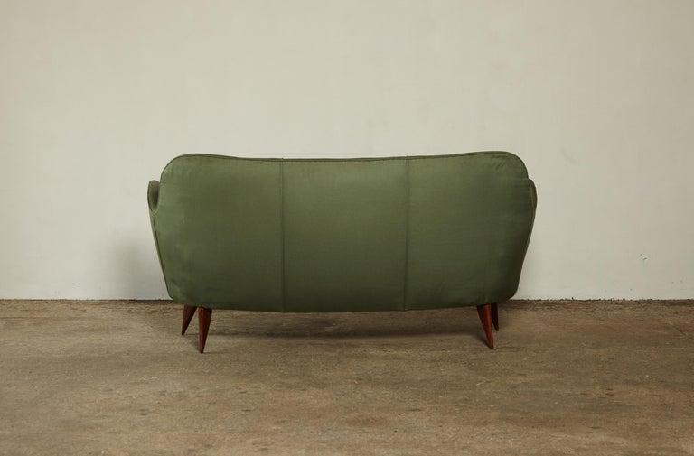Rare Giulia Veronesi Perla Sofa, Green Fabric, ISA Bergamo, Italy, 1950s In Good Condition For Sale In London, GB