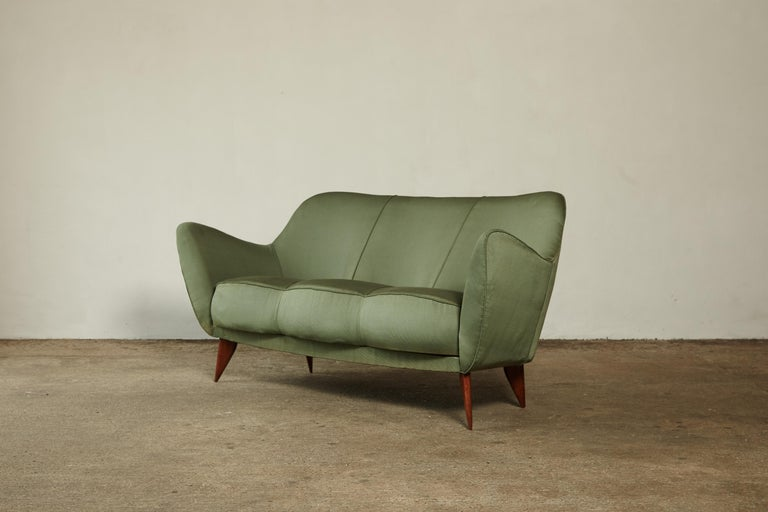 20th Century Rare Giulia Veronesi Perla Sofa, Green Fabric, ISA Bergamo, Italy, 1950s For Sale