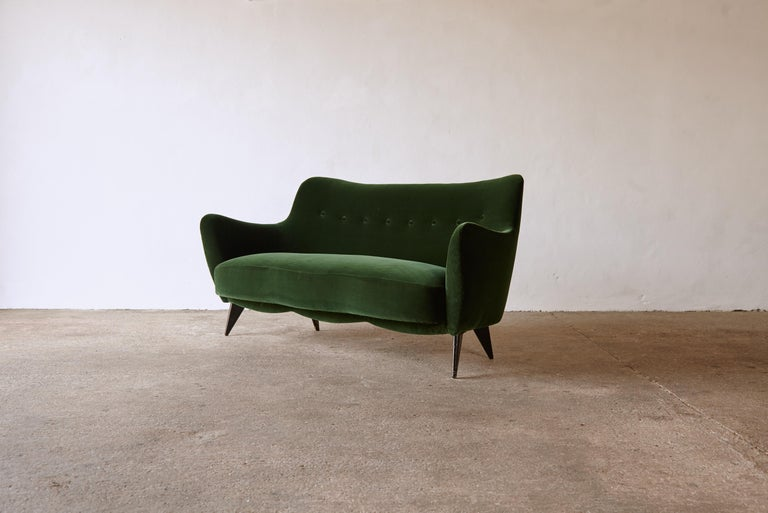 Rare Giulia Veronesi Perla Sofa, ISA Bergamo, Newly Re-Upholstered, Italy, 1950s For Sale 4