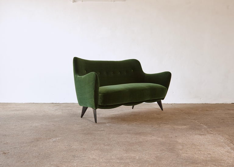 Italian Rare Giulia Veronesi Perla Sofa, ISA Bergamo, Newly Re-Upholstered, Italy, 1950s For Sale