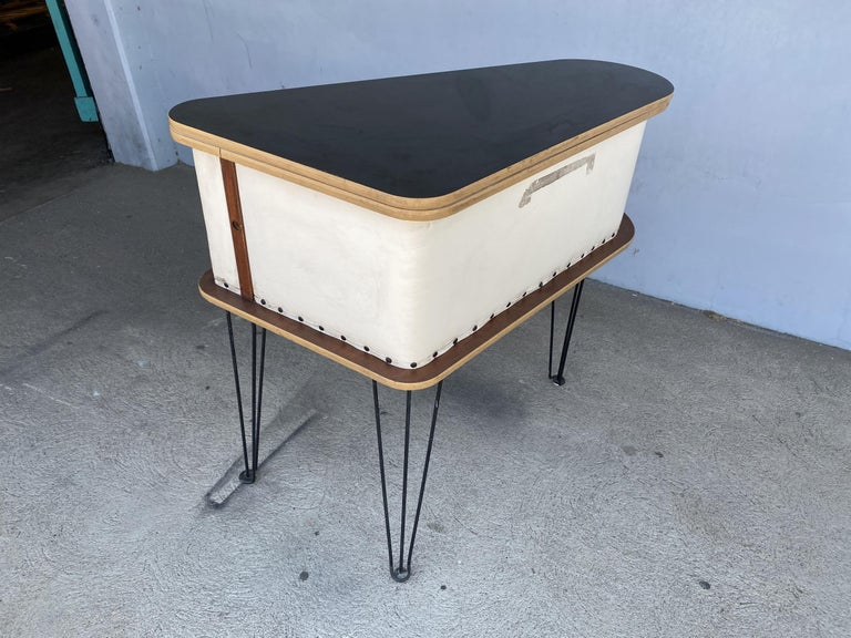 Rare Grand Server Convertible Bar w/ Tufted Sides Designed for the World's Fair For Sale 11