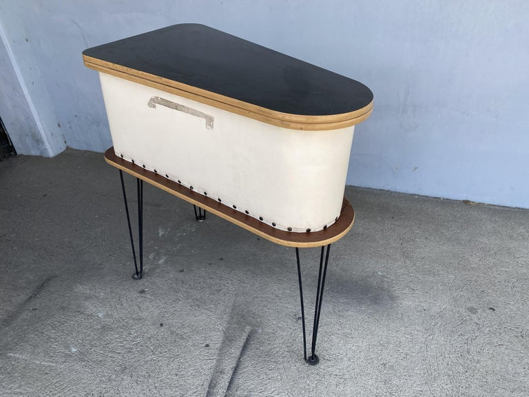 Rare Grand Server Convertible Bar w/ Tufted Sides Designed for the World's Fair In Excellent Condition For Sale In Van Nuys, CA