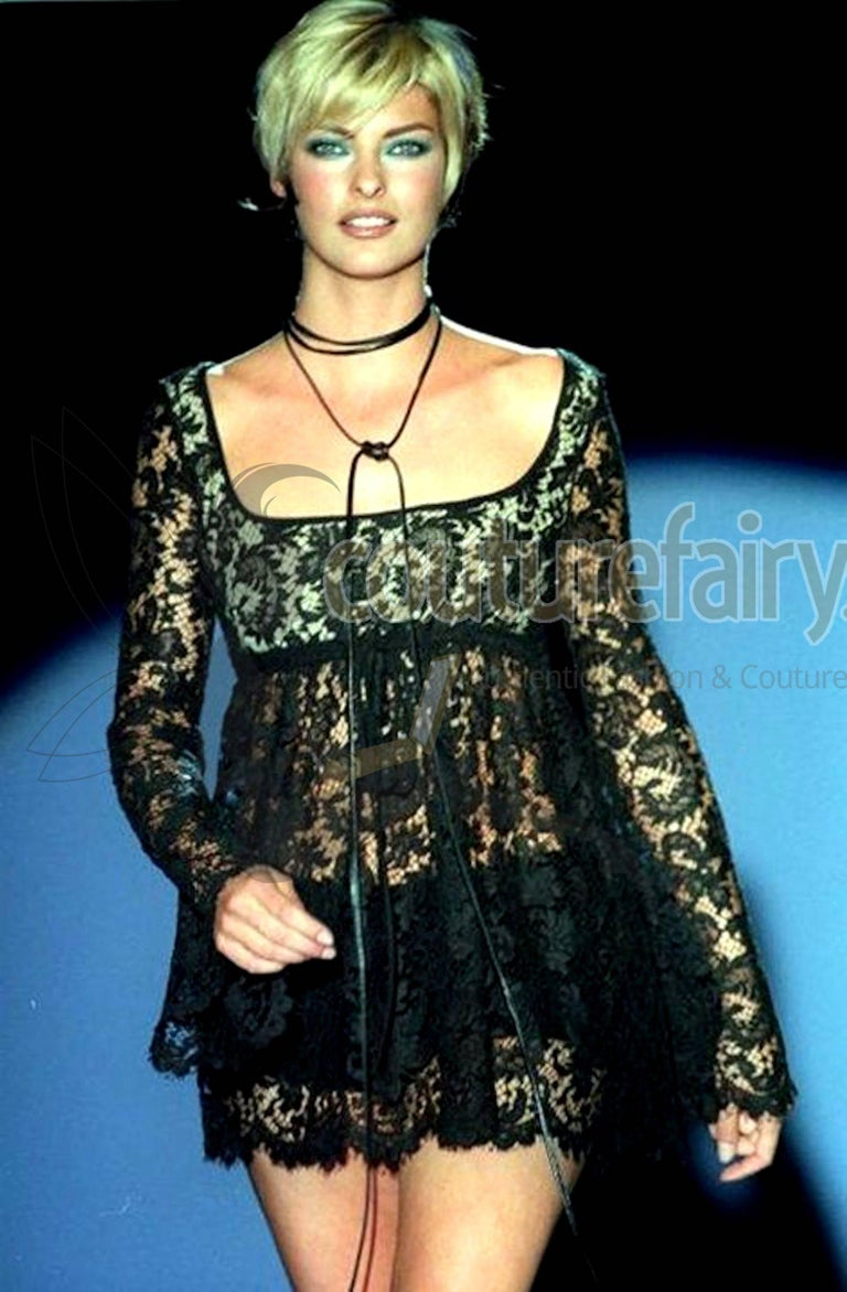UNWORN Rare Gucci by Tom Ford SS 1996 Black Lace Mini Dress Gown For Sale 1