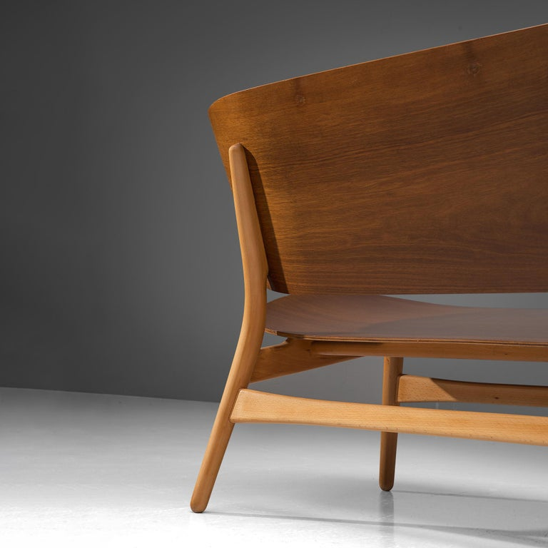 Rare Hans J. Wegner Bench FH 1935/4 in Walnut In Good Condition For Sale In Waalwijk, NL