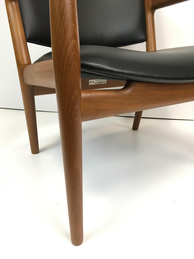 Rare Hans Wegner Teak Lounge Chair for Johannes Hansen, circa 1960s In Good Condition For Sale In Victoria, BC