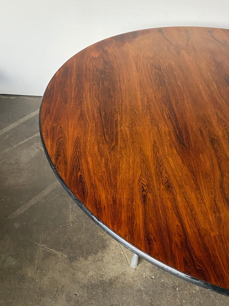 Rare Herman Miller Eames Round Dining Table in Rosewood For Sale 5