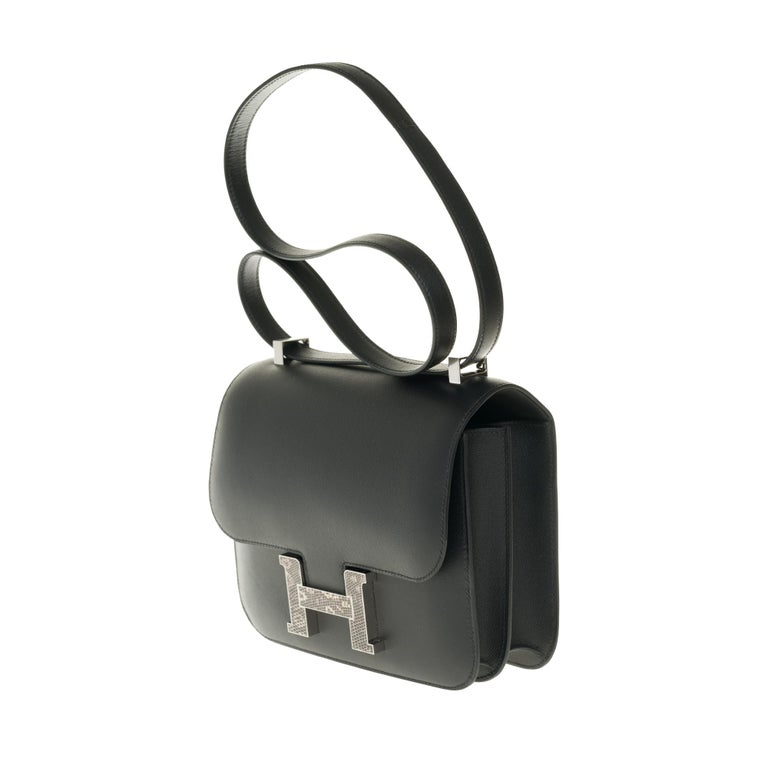 RARE Hermes Constance 24 shoulder bag in black Madame calf and Clasp in Lizard In New Condition For Sale In Paris, Paris