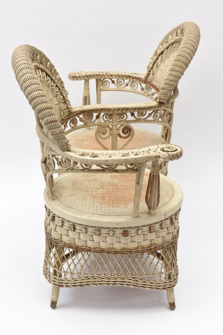 Woven Rare Heywood Brothers and Wakefield Victorian Wicker Conversation Gossip Chair For Sale