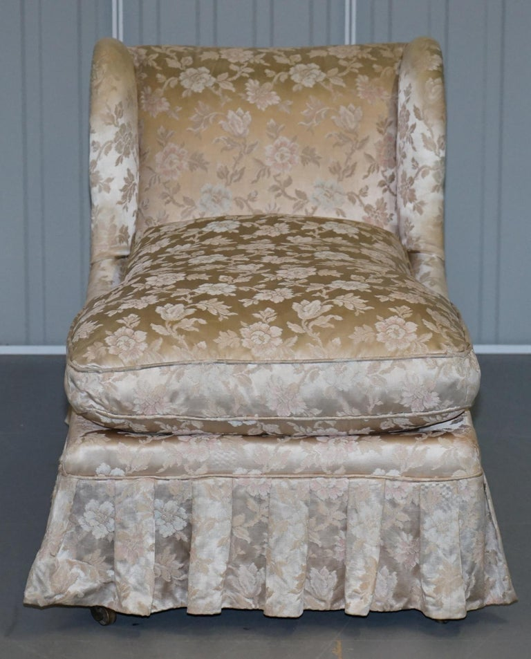 We are delighted to offer for sale this stunning rare original Victorian walnut framed Howard & Son's Berners street daybed chaise lounge armchair fully stamped and with the original castors