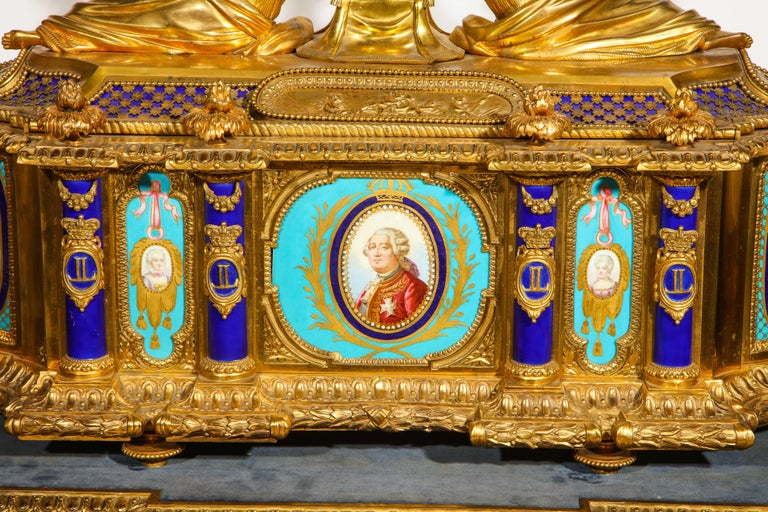 Rare Important French Ormolu Sevres Style Porcelain Jewelry Box on Bronze Table In Excellent Condition For Sale In New York, NY