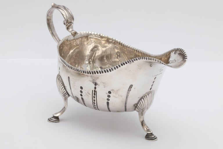 Rare Irish Georgian 'George III - 1771' Sterling Silver Footed Sauce/Gravy Boat In Excellent Condition For Sale In New York, NY