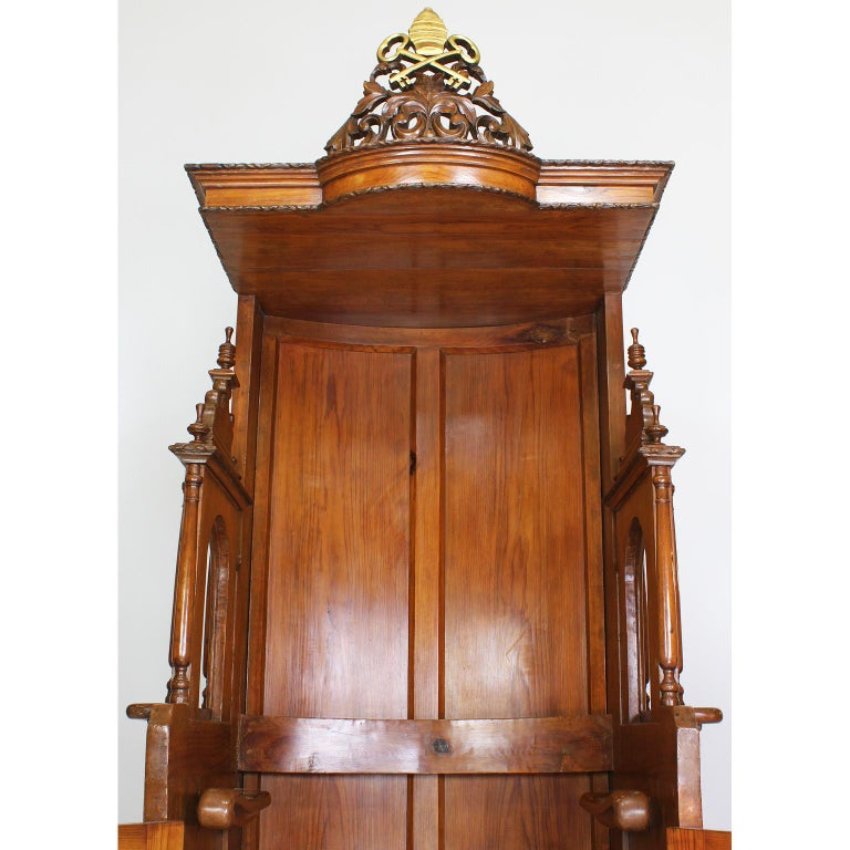 Rare Italian 19th Century Carved Pine Catholic Church Confessional Stall, Booth In Fair Condition For Sale In Los Angeles, CA