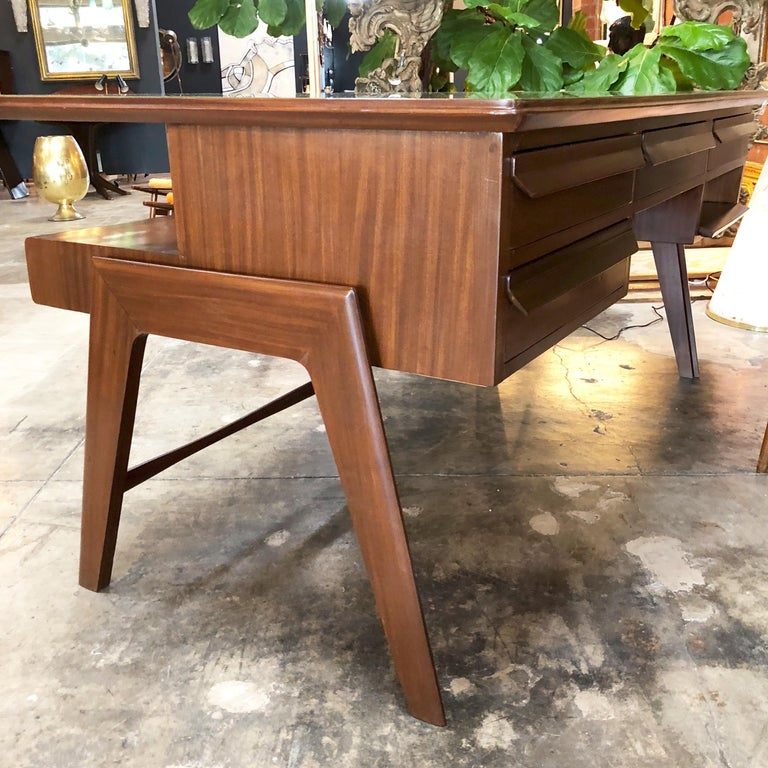 Mid-20th Century Rare Italian Executive Desk with Floating Glass Top by Vittorio Dassi, 1950s For Sale
