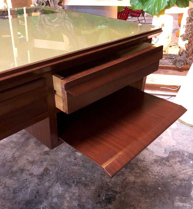 Rare Italian Executive Desk with Floating Glass Top by Vittorio Dassi, 1950s For Sale 3