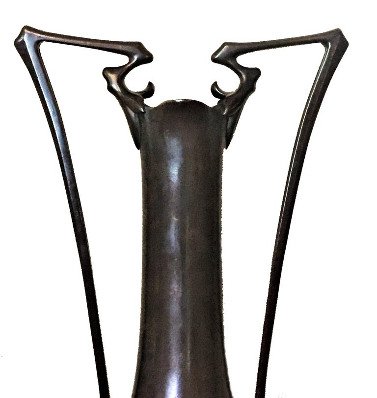 Japanese Art Nouveau Meiji Period Patinated Bronze Vase, circa 1900 In Good Condition For Sale In New York, NY