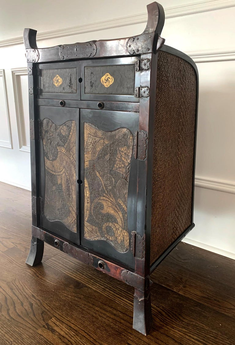 Served as a traveling cabinet and shrine and carried like a backpack for the Buddhist priests and monks during pilgrimage, this rare chest is known as Oi Japanese. In China the carrier case is also know as Ji, traditionally used by the traveling