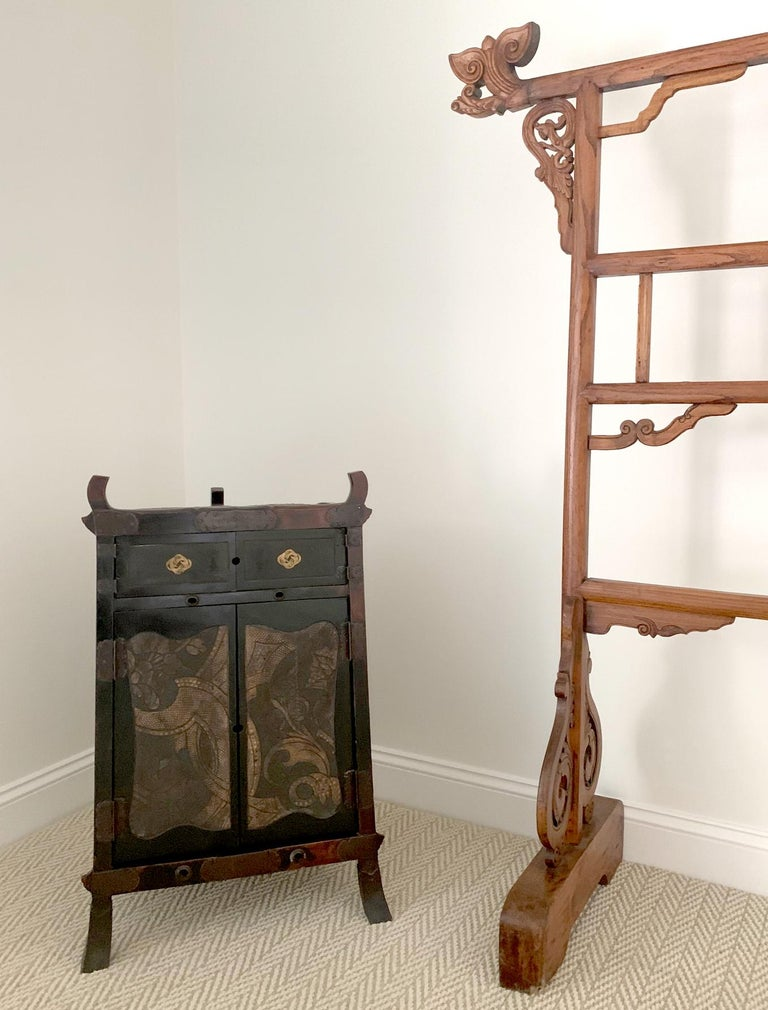 18th Century and Earlier Rare Japanese Traveling Cabinet Oi Edo Period For Sale