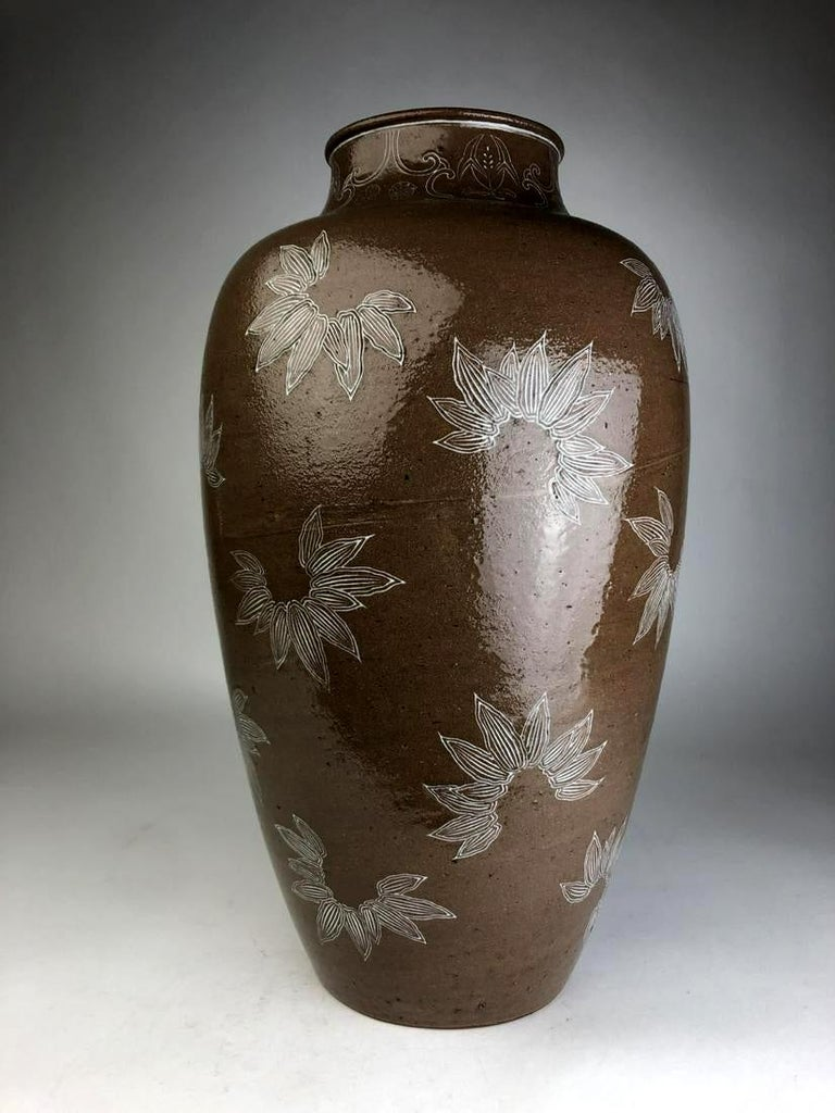A impressively large and unusual stoneware vase in an urn shape from the studio of Japanese Potter Makuzu Kozan, also known as Miyagawa Kozan (1842–1916), one of the most established and collected ceramist from Meiji Period. Born as Miyagawa