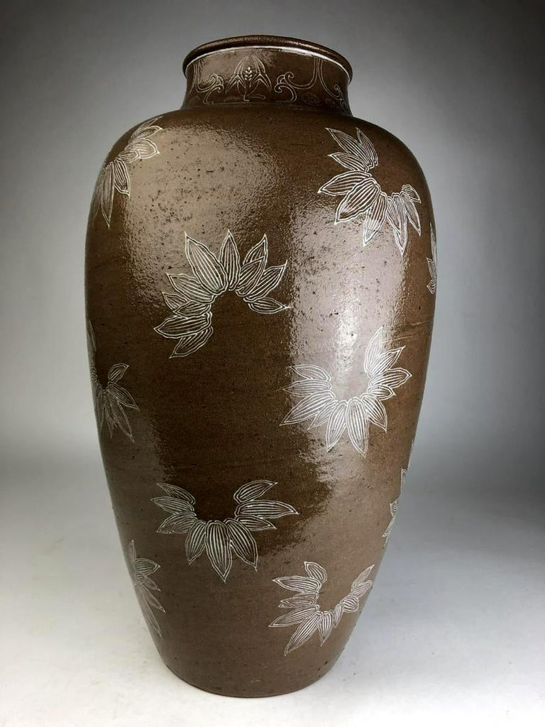 Japonisme Rare Large Vase with White Slip Inlay Makuzu Kozan Meiji Period For Sale