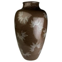 Rare Large Vase with White Slip Inlay Makuzu Kozan Meiji Period
