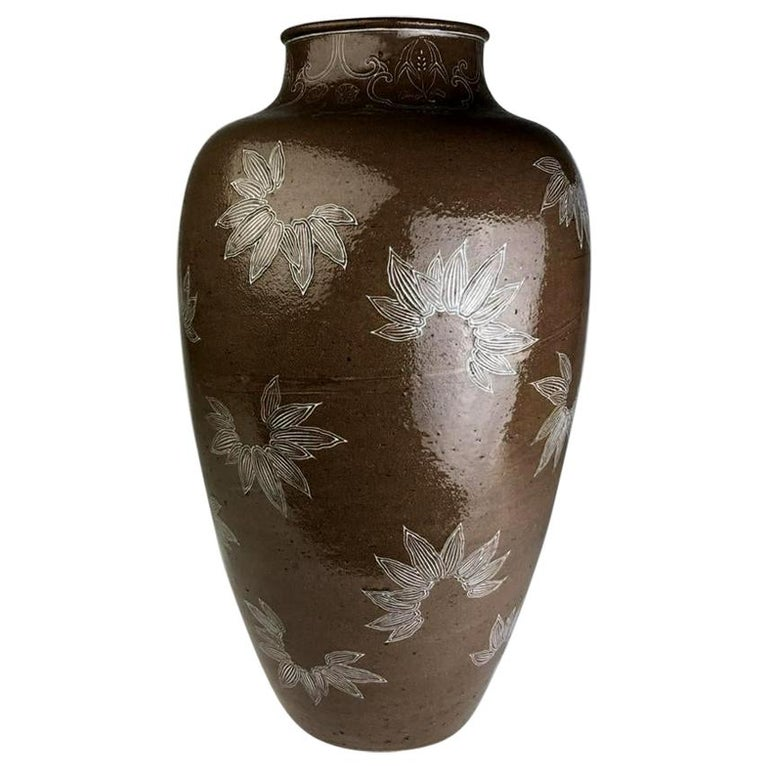 Rare Large Vase with White Slip Inlay Makuzu Kozan Meiji Period For Sale
