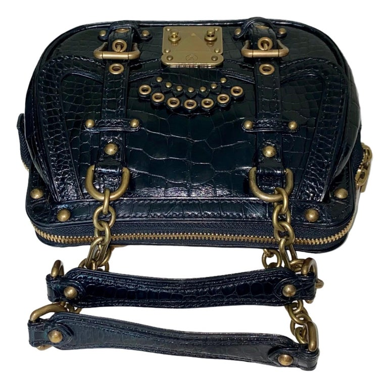 Extremely Rare Louis Vuitton Alligator Handbag Produced Only For Selected Clients On Invitation Only  From the famous EXTRAORIDINAIRES collection  Details:  A Louis Vuitton signature piece that will last you for many years, from one of Vuitton's
