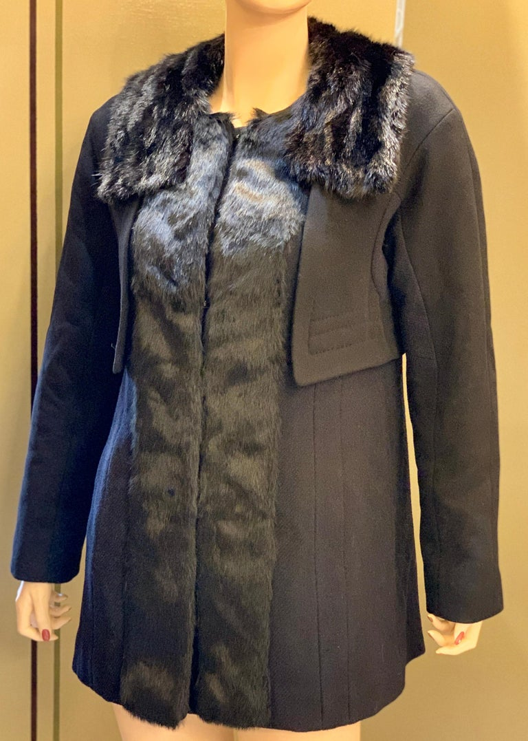 Louis Vuitton Paris Mink Collar Ladies Black Wool Coat Size 38 US Size 6 In Excellent Condition For Sale In Tustin, CA