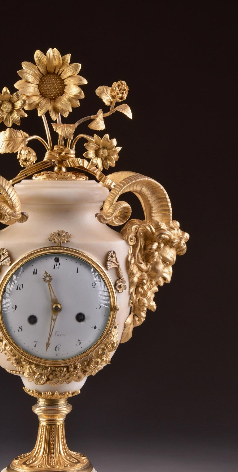 Marble Carrara, Louis XVI clock, bronze work attributed to a Parisian masterpiece plate Bourdier A PARIS (1787 -1815).  Dimensions: 53 x 23 x 19 cm Weight: 11.7 kg.