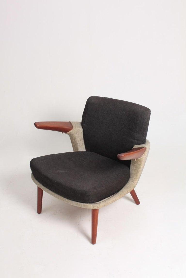 Scandinavian Modern Rare Lounge Chair in Original Fabric and Teak by Ib Kofod Larsen, 1950s For Sale