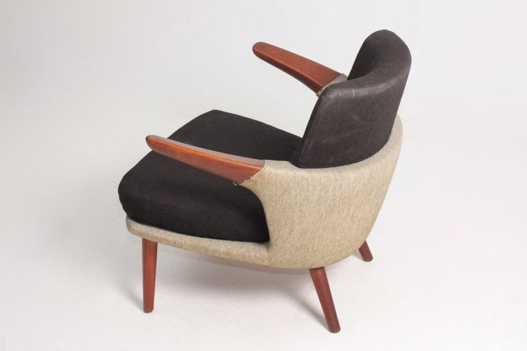 Rare Lounge Chair in Original Fabric and Teak by Ib Kofod Larsen, 1950s In Good Condition For Sale In Lejre, DK
