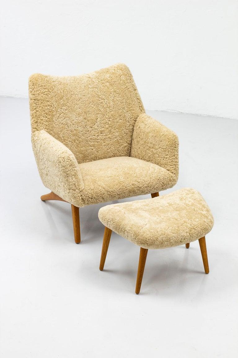 Scandinavian Modern Rare Lounge Chair with Ottoman in Sheepskin by Illum Wikkelsø