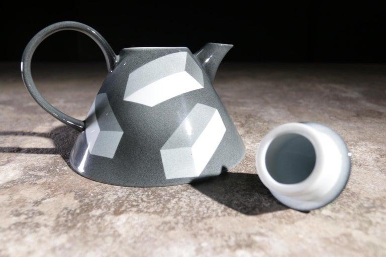 Rare Memphis Porcelain Rolf Sinnemark Rörstrand 'Atlantis' series Teapot 1984 For Sale 3