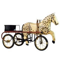Seltenes Mitte 20. Jahrhundert Kinderspielzeug Pferdekutsche Sulky Stil Tret-Dreirad