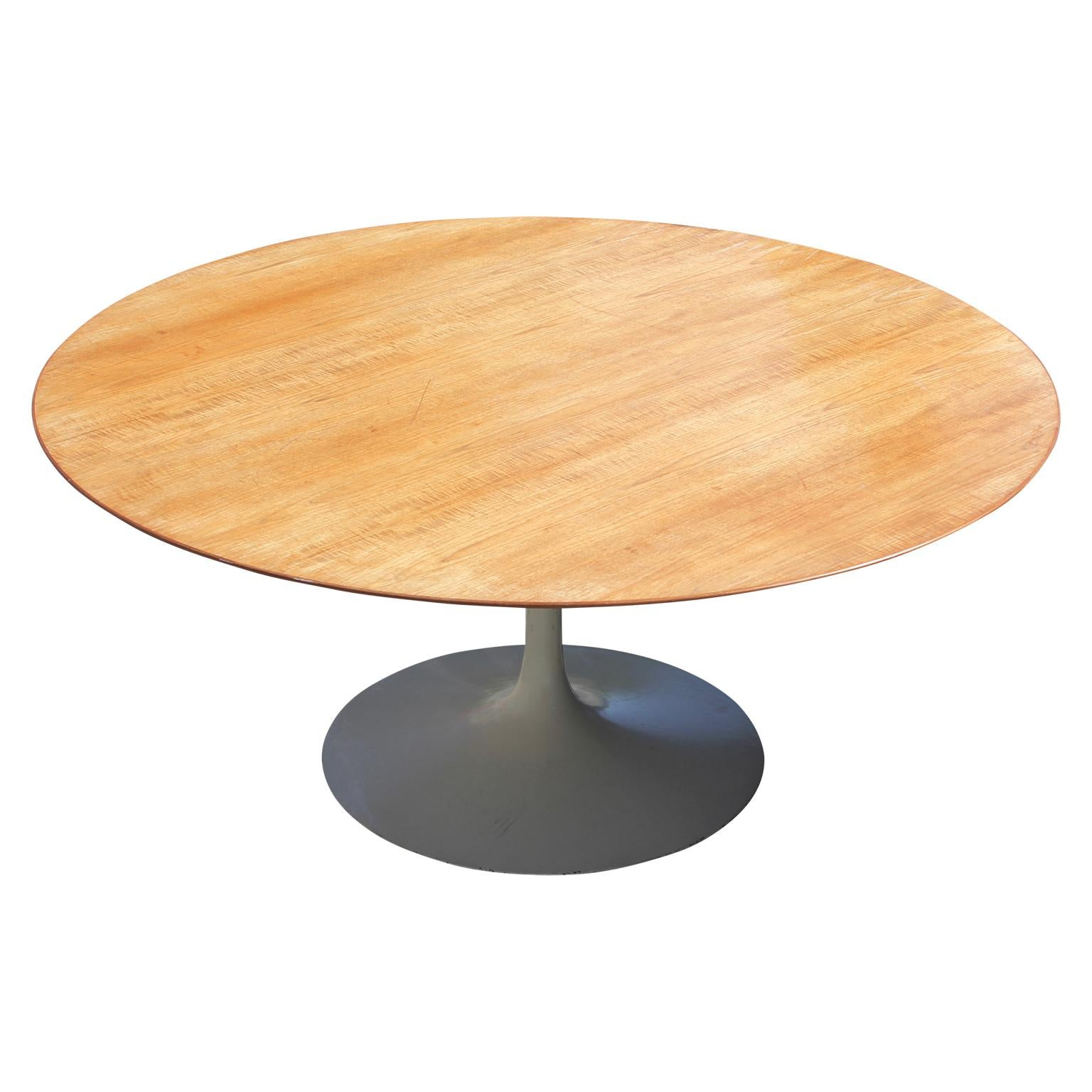Beau Rare Midcentury Round Tulip Table By Knoll And Saarinen. The Wooden  Tabletop Has A 68