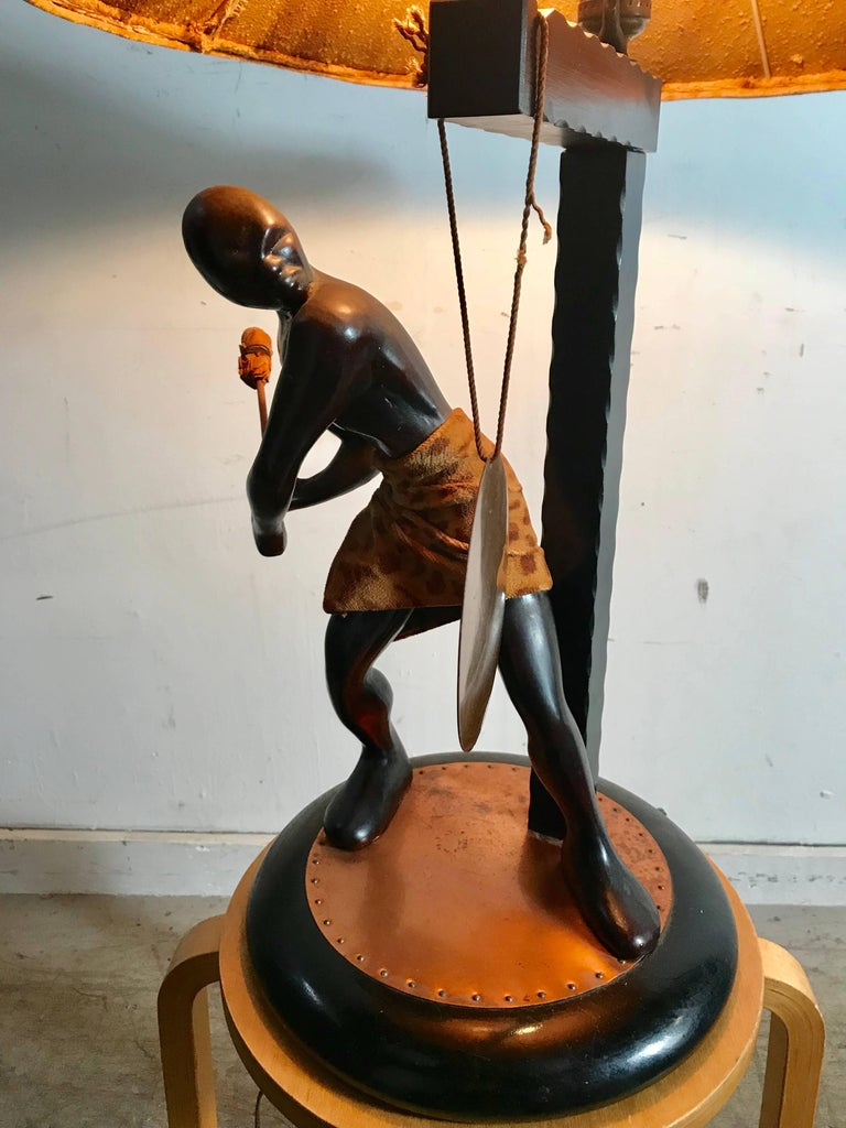 Rare Mid-Century Modern Table Lamp, Nubian Man Hitting Gong, Moss Lamp Co For Sale 4