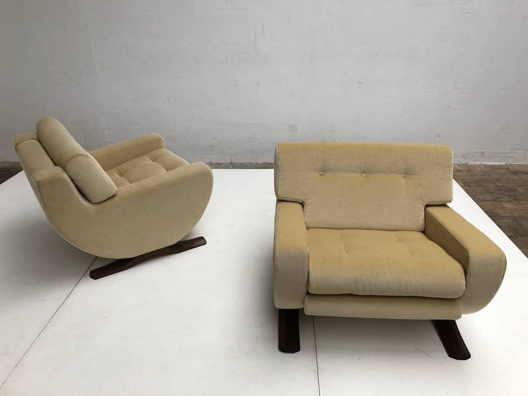 Rare and beautiful pair of lounge chairs by italian sculptor and artist Franz T Sartori for Flexform, Milan Italy, circa 1965. Sartori is best known for his organic form sculptors but he also had a brief foray into designing furniture which also