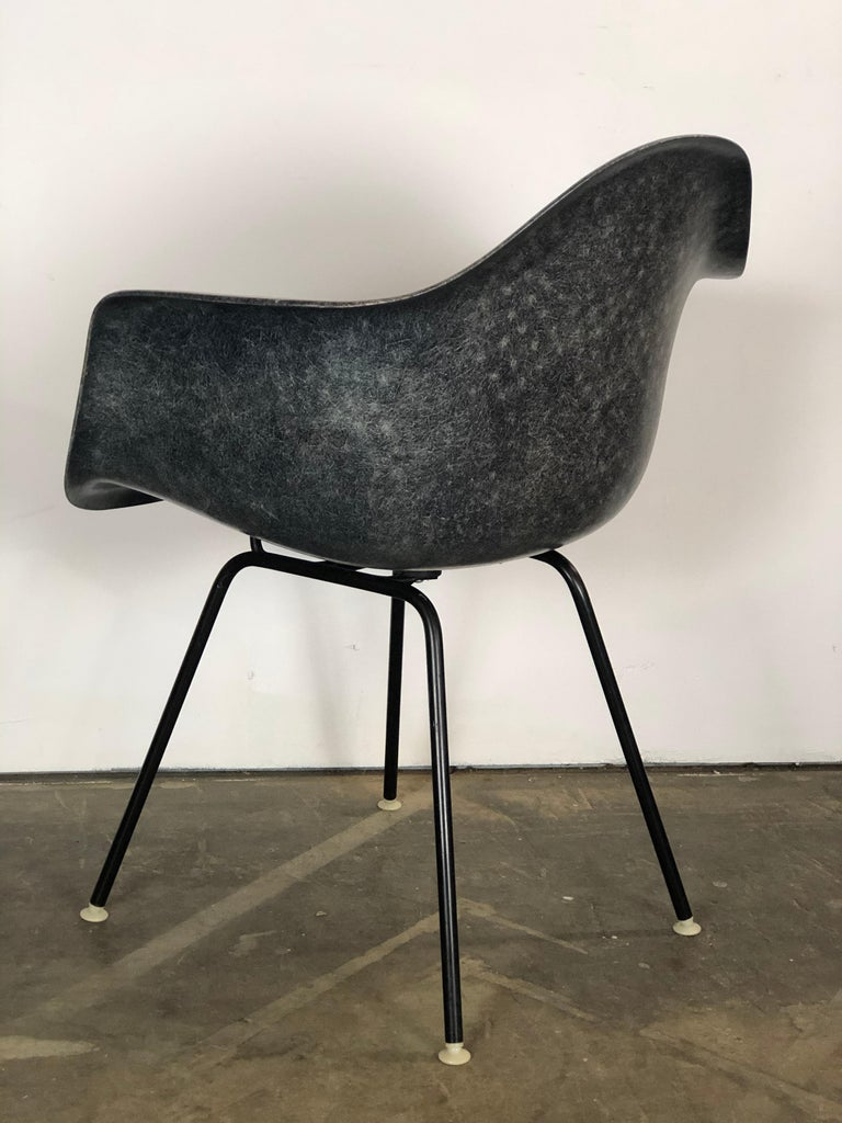 Rare Navy Blue Herman Miller Eames Fiberglass DAX Armchair In Good Condition For Sale In Brooklyn, NY