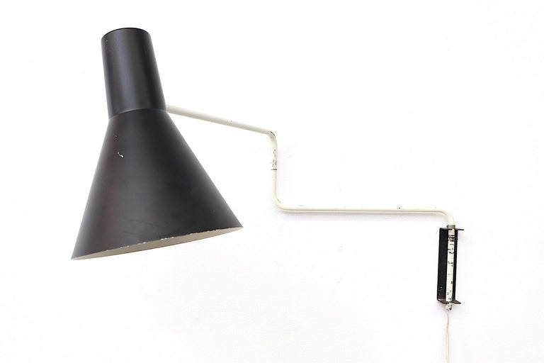 Rare Original Anvia 'Paper Clip' Wall Lamp In Good Condition For Sale In Los Angeles, CA