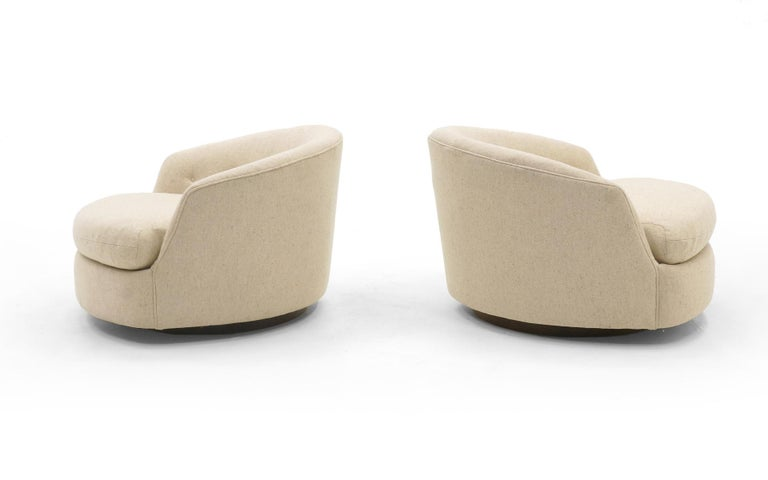 Mid-Century Modern Rare Pair of Large Round Milo Baughman Swivel Club Chairs, Original, Signed For Sale