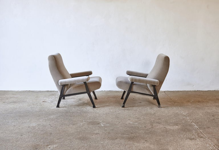 20th Century Rare Pair of Authentic 1950s Roberto Menghi Hall Chairs, Arflex, Italy