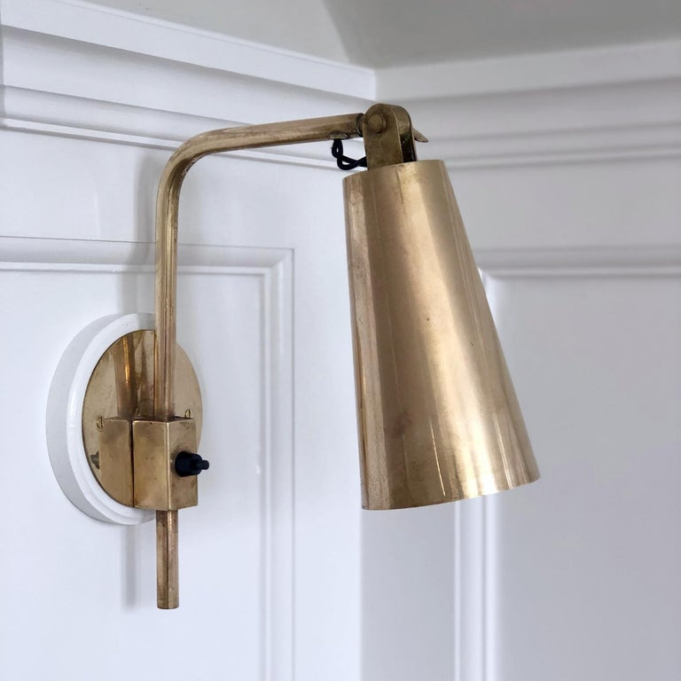Paavo Tynell&Taito Oy, Mid-Century Modern design  Pair of brass vintage wall lights, designer Paavo Tynell and manufacturer Taito Oy.   Provenance: Hotel Vaakuna in the 1952.   The lights have been fully restored and rewired, ready for use.