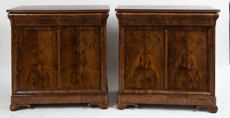 Rare Pair of Fine French Louis-Philippe Cabinets In Good Condition For Sale In Westport, CT