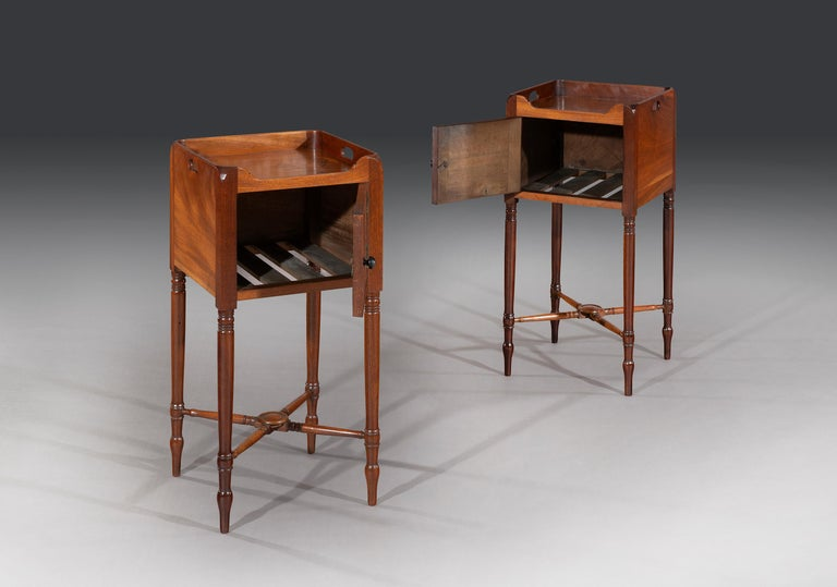 Rare Pair of George III Flamed Mahogany and Ebony Bedside Cabinets In Good Condition In Bradford on Avon, GB