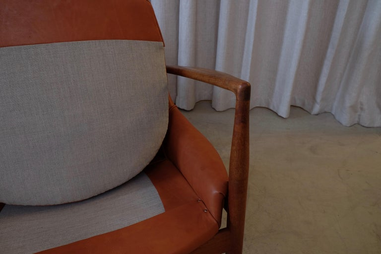 Rare Pair of Ib Kofod-Larsen Seal or Sälen Easy Chairs, 1960s For Sale 4